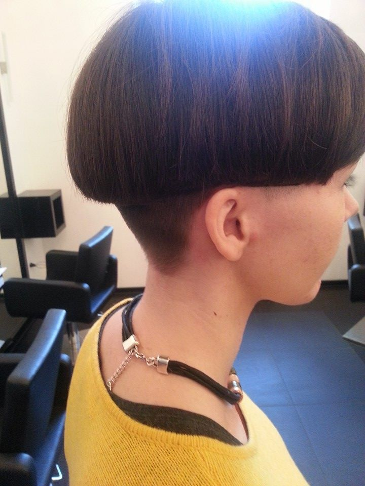 Just the right length and the nape is cut in an absolutely ...