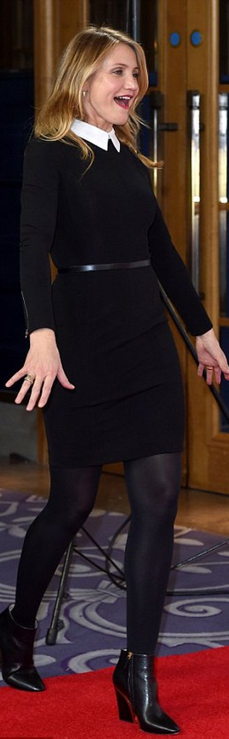Cameron Diaz's black long sleeve and white collar dress style id