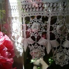 Pizzo per tendina all'uncinetto con foglie e rose d'irlanda