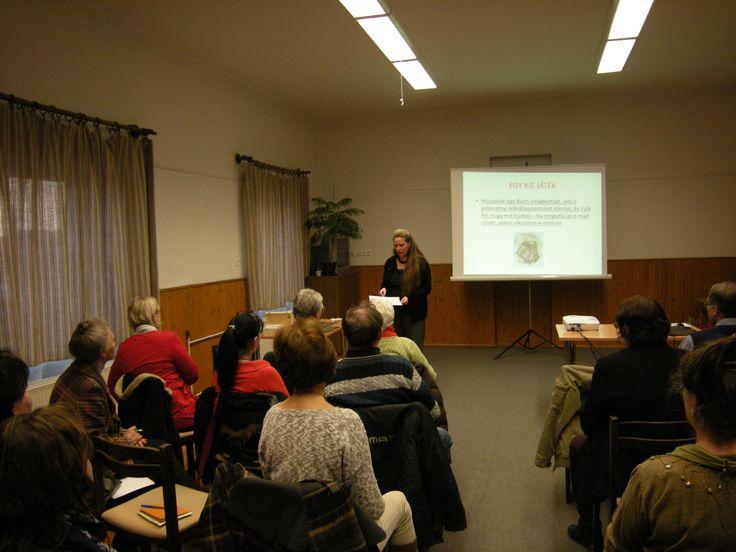 """Idén márciusban előadást tartottam Veszprémben a Bach-virágterápiáról és az esszenciákról. """"Ismerjük meg közelebbről a Bach-virágterápiát"""" Amiről hallhattak: - A Bach-virágterápia rövid története - Hogyan hatnak az esszenciák? - Mikor ajánljuk a használatát? - A 7 Bach-virágesszencia csoport, és az esszenciák Itt találod: http://www.fitotitok.hu/bach…/a-bach-viragterapia-eloadasrol Az esszenciákat itt tudod megvásárolni: http://fitotitok.unas.hu/spl/763340/Bach-viragesszenciak"""