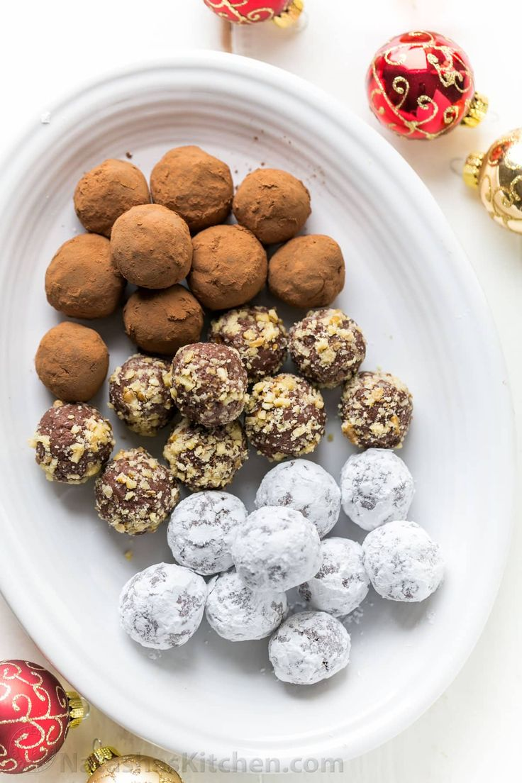 Homemade chocolate truffles are so easy to make! These chocolate truffles have a cream cheese base and are completely irresistible! Perfect for Christmas!