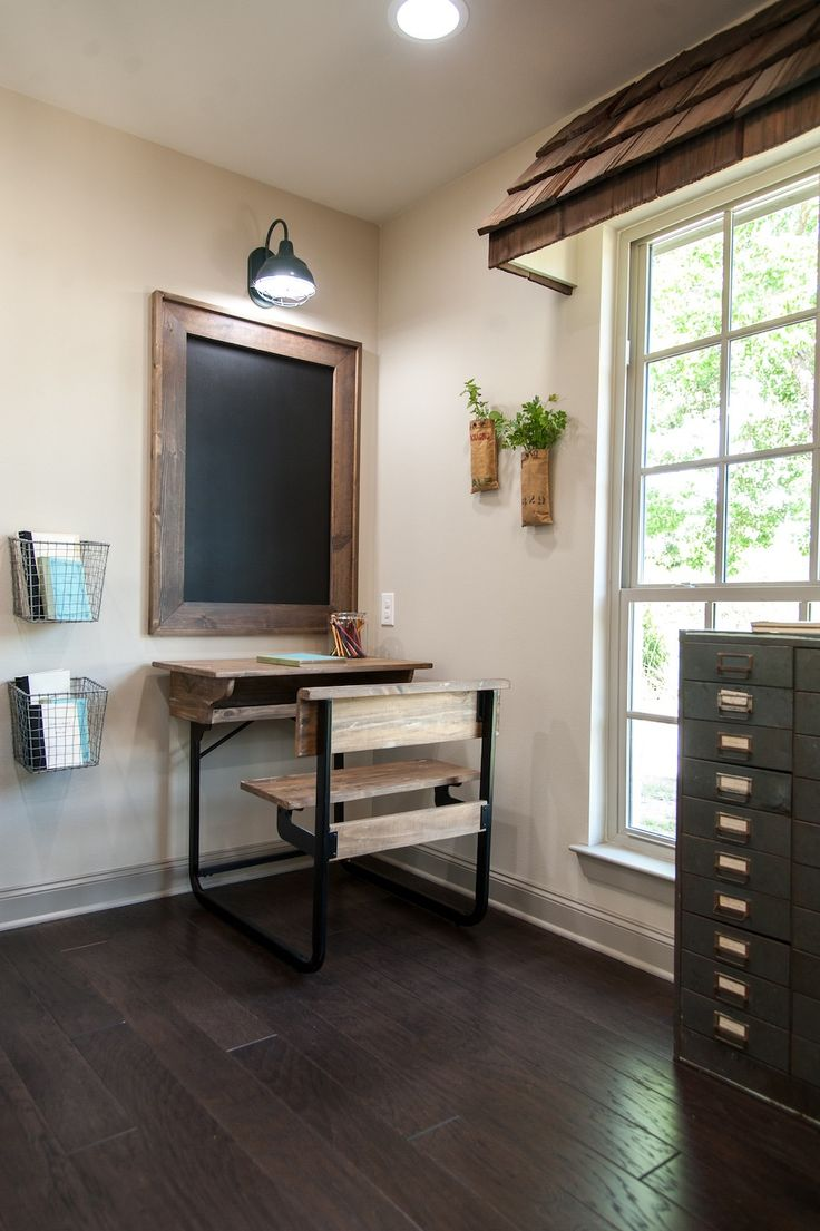1482 best images about fixer upper joanna chip gaines for Window upper design