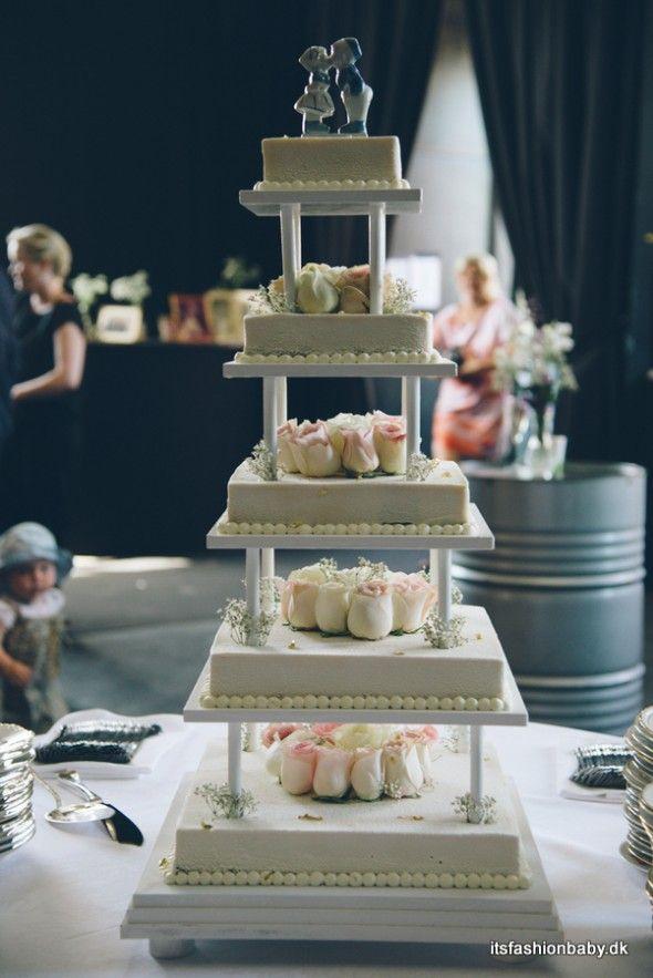 Beauriful wedding cake from Strangas in Copenhagen - www.itsfashionbaby.dk