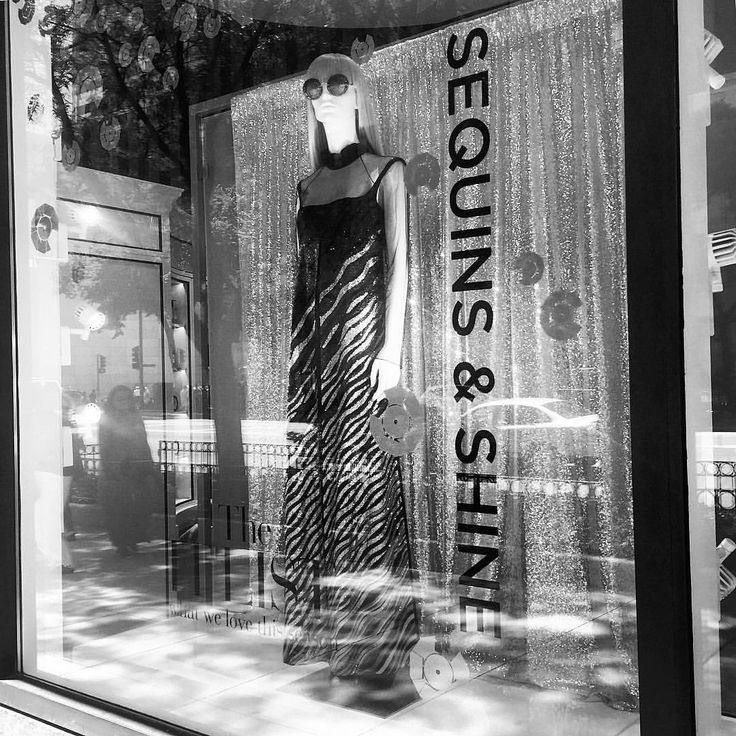 "SAKS FIFTH AVENUE, Chicago, Illinois, ""All That Glitters"", photo by Kristin, pinned by Ton van der Veer"