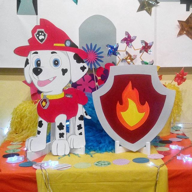 Holiday decor theme is made specially for Loskuti-Pati Children's Center (http://vk.com/loskutipati) Puppy and a shield made of wood, painted by hand!  #woodandpaints  #diy #woodworking #handmade #candybar