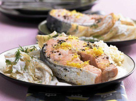 Маринованный лосось на подушке из фенхеля Маринованный стейк из лосося с фенхелем и хреном  – нежный, мягкий, розовый и вкусный – необычное блюдо для особых случаев.