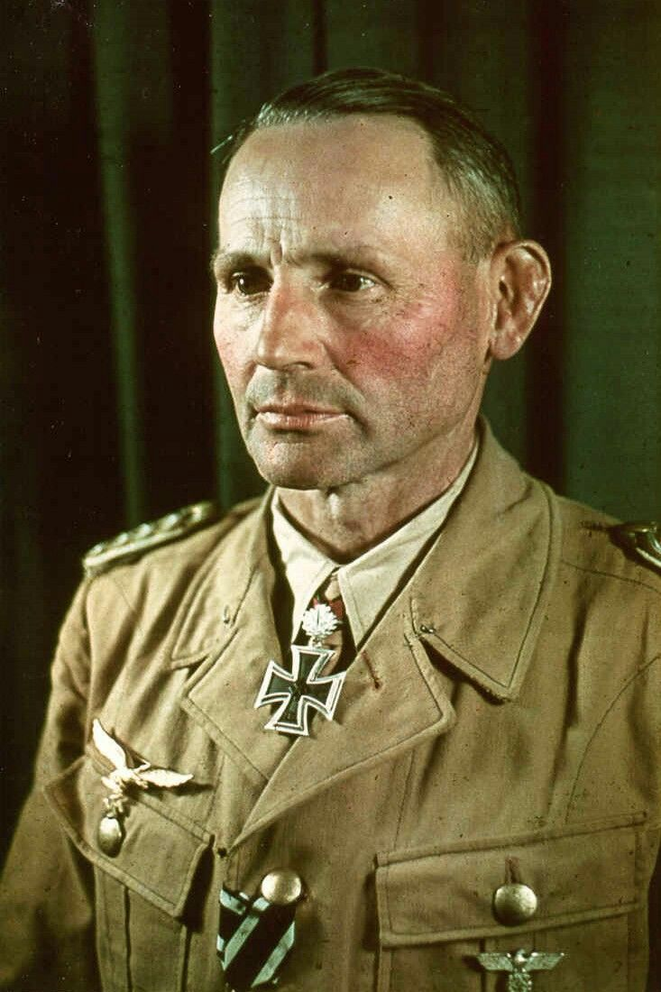 Oberst Bernhard-Hermann Ramcke (1889-1968), Kommandeur Fallschirmjäger Sturm-Regiment, Ritterkreuz 21.08.1941, Eichenlaub (145) 13.11.1942, Schwerter (99) 19.09.1944, Brillanten (20) 19.09.1944