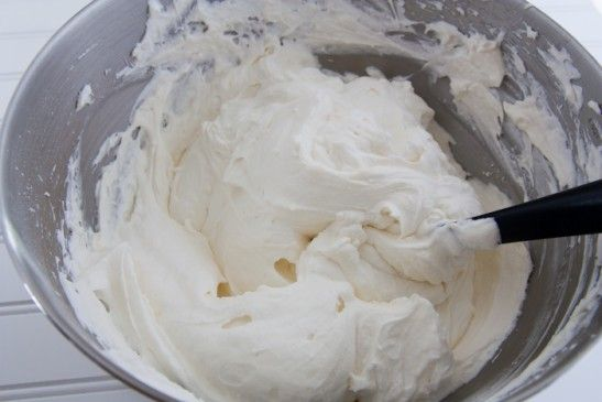 Ingredients for Perfect Cupcake Frosting: 1 (8 oz) pkg cream cheese, softened at room temp 1.5 cups powdered sugar 1.5 cups cold heavy whipping cream 1/2 tsp vanilla extract