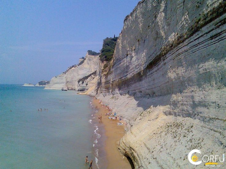 Παραλία Λογγάς (Περουλάδων): Η παραλία Λογγάς στους Περουλάδες είναι μια στενή παραλία που περιβάλλεται από επιβλητικούς γκρεμούς. Βρίσκεται 36 χλμ βορειοδυτικά της πόλης της ...