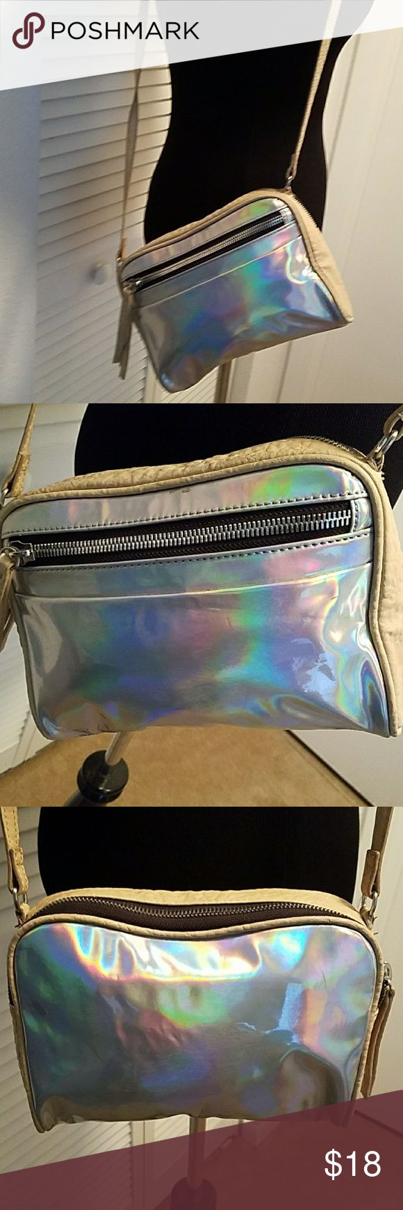 KELSI DAGGER CROSSBODY HANDBAG Pre owned in good condition but does show wear. No rips but lightly soiled. Strap is adjustable. Kelsi Dagger Bags