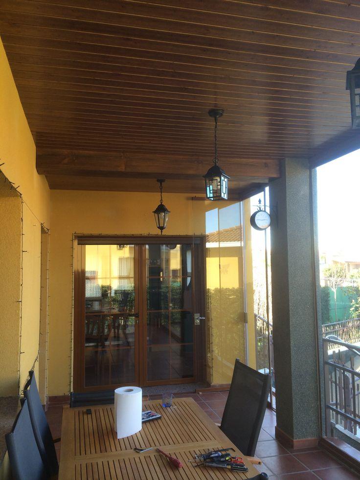Revestimiento de techo de hormigón con madera. Más info en: http://www.edanpergolas.com/nuestros-trabajos/revestimiento-techo-con-madera-23.html