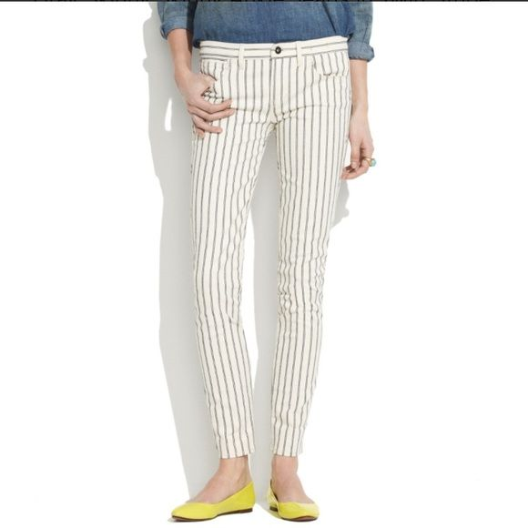 Madewell Skinny Skinny Pinstripe Ankle Jean Reposh! These are a 26 but I believe could also fit a 27. I am between a 25 & 26 and they were a little too big for me.  Cream colored ankle length jeans with a navy pinstripe. I bought these as NWOT and I believe that is a correct representation although it seems to me like the black on the button is rubbing off a tiny bit? Please see photo. 99% cotton, 1% spandex. Super cute.  Madewell Jeans Ankle & Cropped