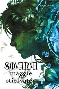 """Maggie Stiefvater. Sovarna. Tredje delen i Kretsen. Spåkvinnan Maura är försviunnen och dottern Blue och hennes vänner letar efter henne. Samtidigt letar de efter Glendowers gravplats, någonstans i den förtrollade skogen, och passar sig från att väcka den tredje av sovarna. (""""Magi i nutid"""")"""