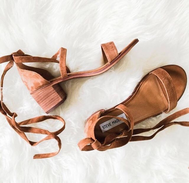 There is nothing better than a brown, simple sandal that can be paired with everything!.