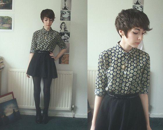 simple, blusa + falda negra