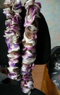 #scarf #knitting #shop  Echarpe à volants violet fushia marron dégradé : Echarpe, foulard, cravate par doomyflo-crochet