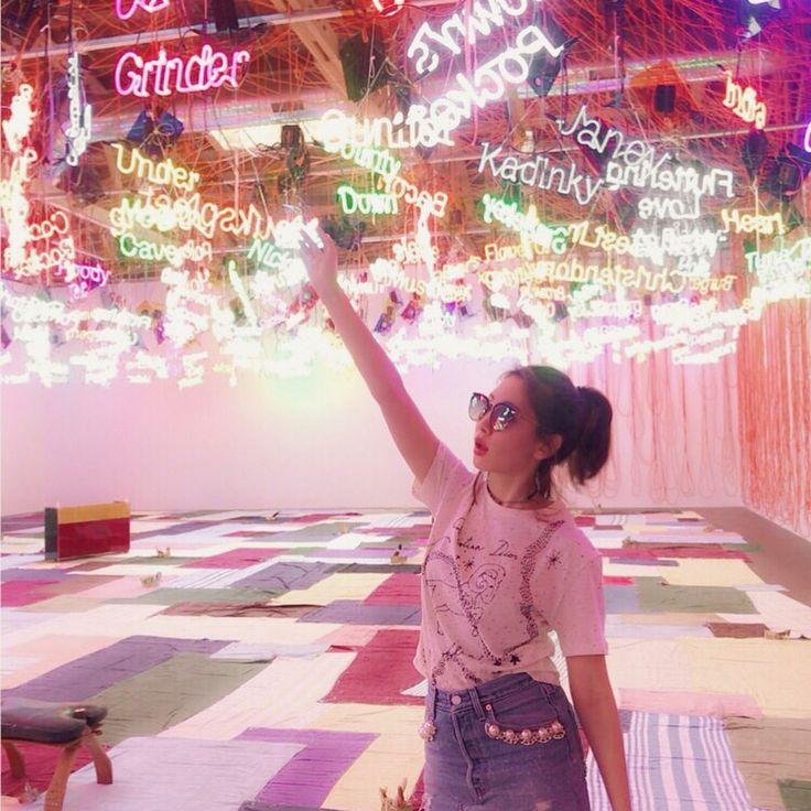 いいね!36.3千件、コメント84件 ― Haruna Kojimaさん(@nyanchan22)のInstagramアカウント: 「ダウンタウンのアートディストリクトにあるギャラリー。 このたくさんのネオンのアートは、性を表現しているみたい🤔 #losangeles #neonsign」