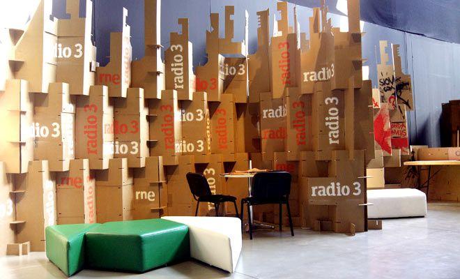 Pared modular con biombos de cart n para stands en ferias - Biombos de carton ...