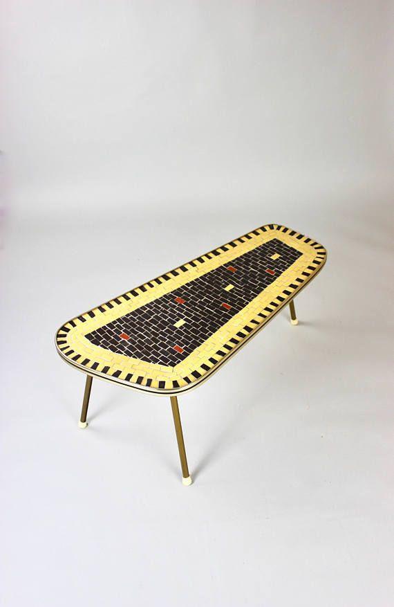 Vintage Mosaiktisch, Mid Century Blumenbank, Beistelltisch, Blumentisch, Sidetable, Vintage Möbel, Tisch 50er 60er Germany  Ein wunderbarer Mosaiktisch aus der Mid Century Ära. Die Tischplatte ist aus Holz, sie hat eine stabile Metallleiste und die Tischfläche besteht aus echten