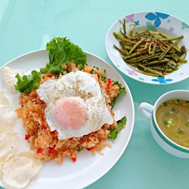 ナシゴレン•サンバルクンタン•オニオンスープ 冷蔵庫にあった余り食材で全部インドネシア風アレンジ料理作りました - 38件のもぐもぐ - インドネシア風料理 by prive