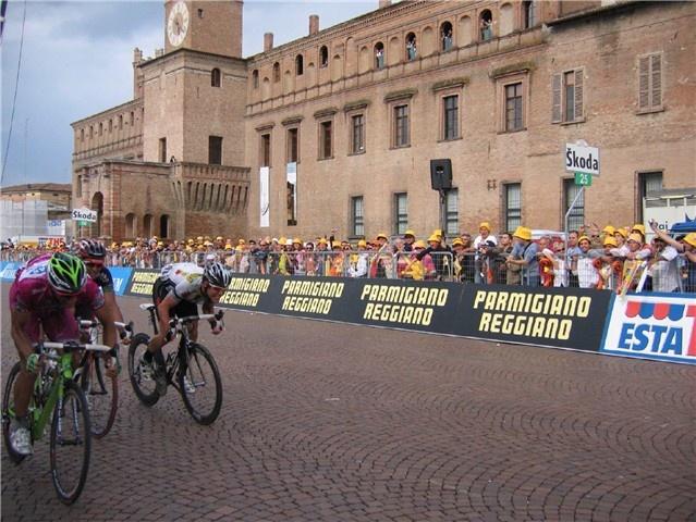 Tour of Italy 2008 - The flight of Carpi.