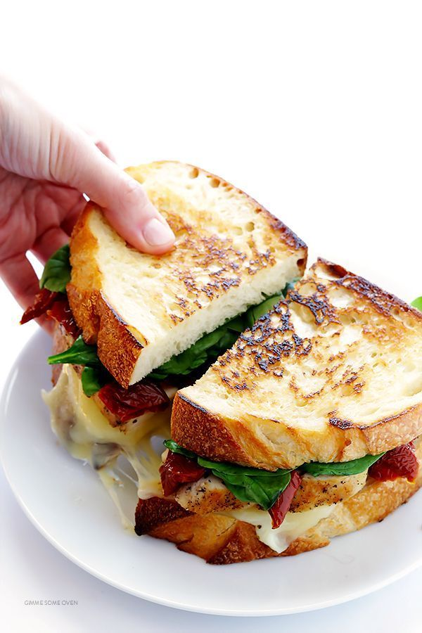 Chicken Florentine Grilled Cheese -- quick and easy to make, and so delicious! | http://gimmesomeoven.com