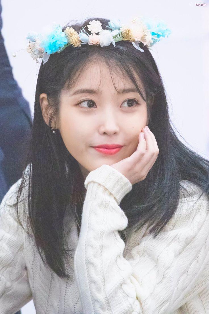 Yeonwoo   Korean girl fashion, Stage outfits, Kpop fashion