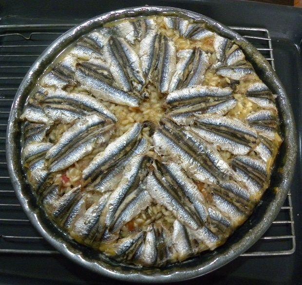 Την ιδέα για να φτιάξω Γαύρο Ριζότο στο Φούρνο, την εμπνεύστηκα από το Ποντιακό Χαψοπίλαφο.  Χαψία στα Ποντιακά σημαίνει ψάρια και το φαγητό αυτό το φτιάχνουν σαν ένα πιλάφι με γαύρο.