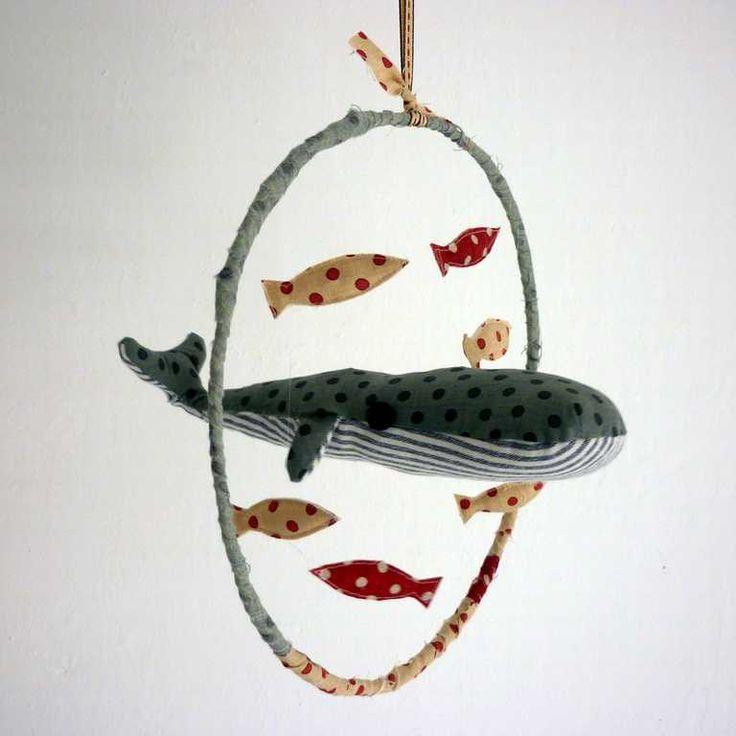Mobile pour bébé avec une baleine et des poissons, Whale mobile