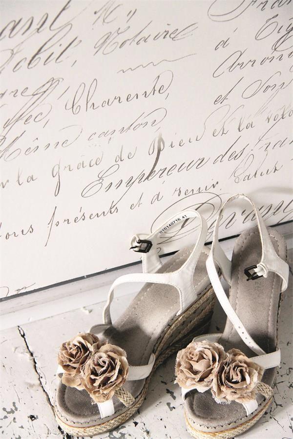 <strong>carta+da+parati+Vintage+modello+Calligraphy+con+scritte+stile+vecchie+lettere</strong>,+sfondo+color+crema,perfetta+da+abbinare+a+mobili+tinti+nei+colori+Vintage.