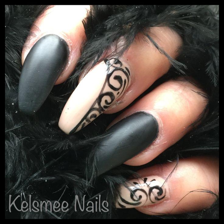 Black matte gelpolish, nude gelpolish And art