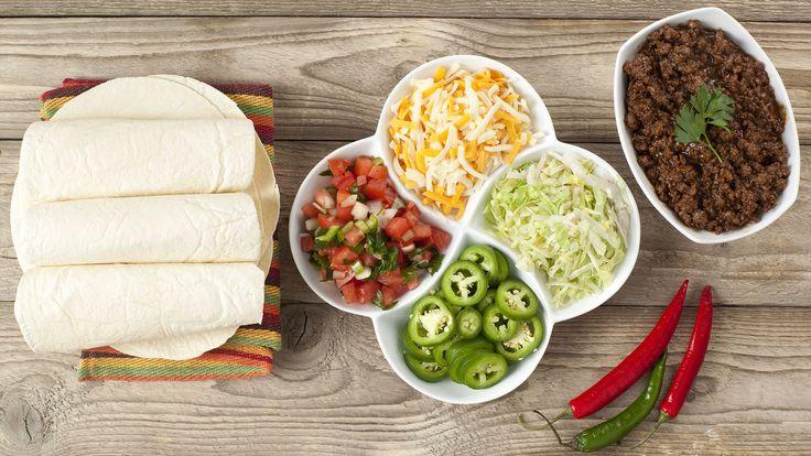 Los ingredientes necesarios para preparar tacos mexicanos