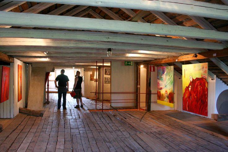 Taiteilijavetoinen Taidelaitos Haihatus Joutsassa tuottaa taidetta rajattoman luovuuden periaatteella sekä järjestää kulttuuritapahtumia.
