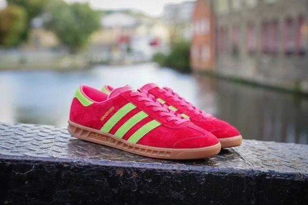 Новая расцветка adidas Originals Hamburg / Модель adidas Originals Hamburg получила невероятный успех послесвоей премьеры в 1980-х годах. Задуманная как обувь для тренировок в спортивном залеблагодаря своему силуэту она сразу же нашла поклонников среди приверженцев набирающегопопулярность стиля casual и...