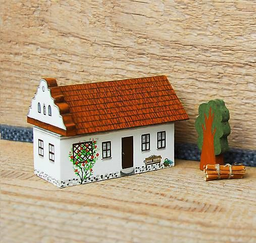 TalkFolk / Miniatúrny dvor zo Záhoria Miniature countryside house from Zahorie, Slovakia. Maľovaný nábytok. Decorated furniture. Painted by Studio TalkFolk. http://TalkFolk.eu Instagram.com/talkfolk