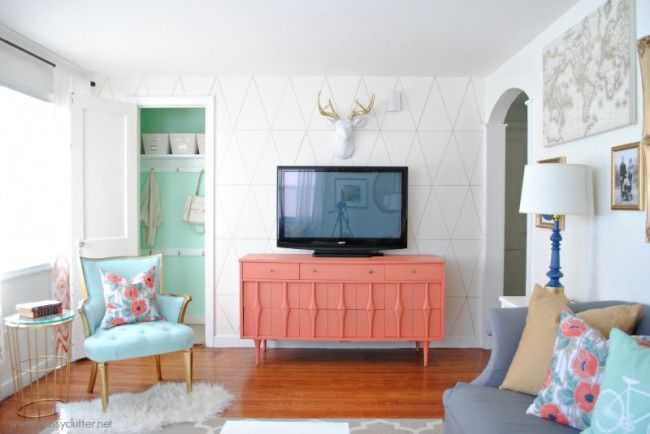 Coral and Mint Living Room Reveal - I want to paint the console this color!