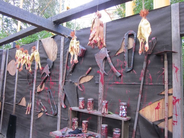 killing supper in the shed - Halloween Houses Decorated
