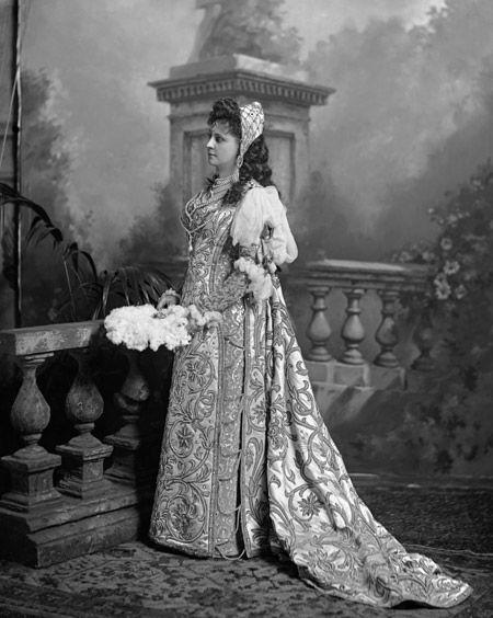 Baroness von André, née Mary Alice Palmer, later Baroness Wedel Jarlsberg as Desdemona