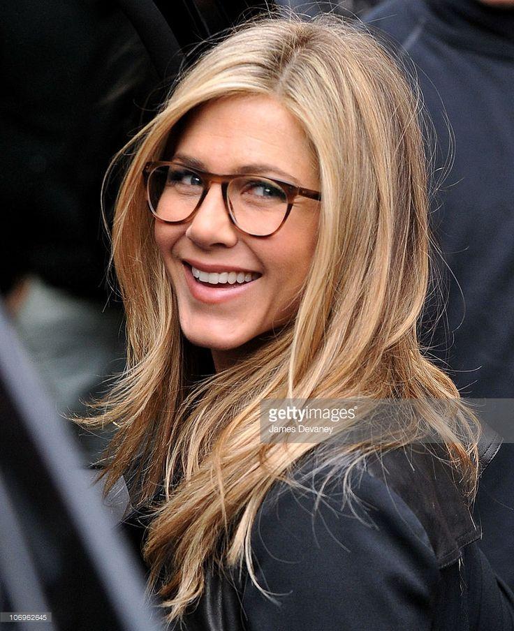 Jennifer Aniston seen on location for 'Wanderlust' on the streets of Manhattan on November 18, 2010 in New York City.