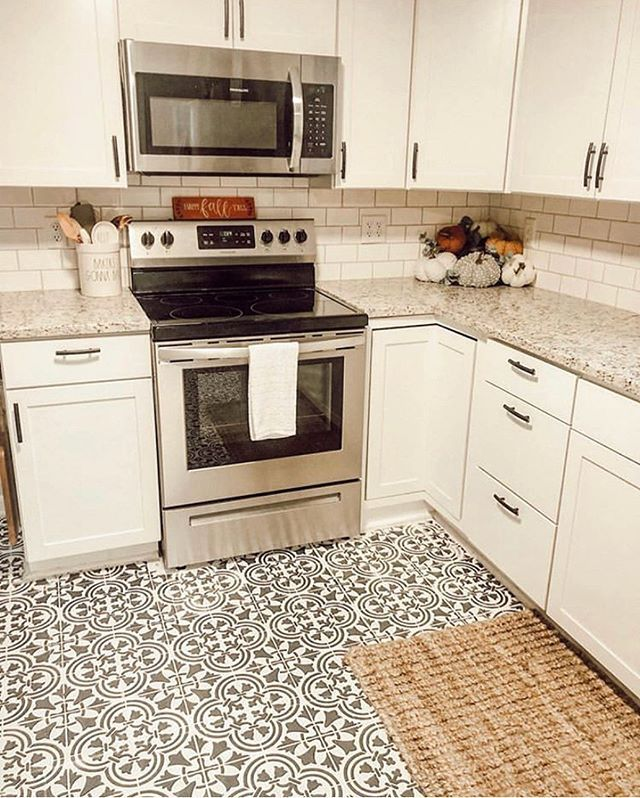 Diy Painted And Stenciled Old Kitchen Floor Makeover Ideas On A Budget Using Easy To Patterned Kitchen Tiles Kitchen Floor Tile Patterns Painting Kitchen Tiles