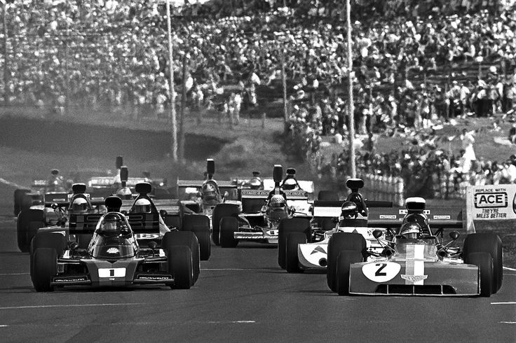 """The Formula 5000 field thunders away at Pukekohe in 1974"" : (1) Graham McRae - McRae GM2 [001] Chevrolet V8 - Crown Lynn - (2) Peter Gethin - Chevron B24 [24-73-07] Chevrolet V8 - Chevron Racing Team VDS - Pukekohe Grand Prix - 1974 Tasman Cup, round 2"