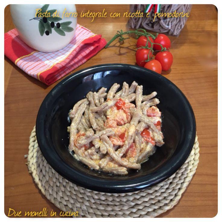 La pasta al farro integrale con ricotta e pomodorini è un primo piatto semplice e gustoso che potrete preparare in pochissimo tempo.