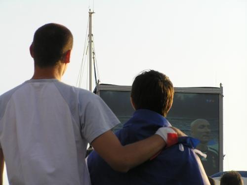 mercredi+5+juillet+2006,+La+Rochelle+parvis+de+l'acquarium,+retransmission+du+match+de+football+France+Portugal,+20+heures+59+pendant+les+hymnes+|+gilda_f