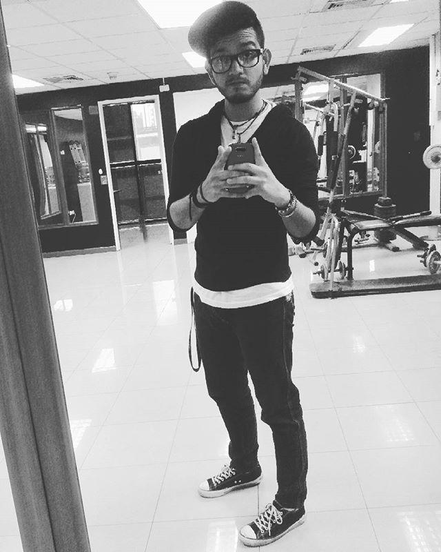 Y volvemos de nuevo.  #buenavibra #Like4like #Perfect #Instagood #Caracas #Venezuela #caraqueño #men #boy #ccs #menvenezuela #venezolano #instamens #instasize #instacool #instaboy #menlatino #latino #barba #tuneles  #candado #venezolanostatuados #tatuado #tatuajes #piercing #soporte #redes #espejo #blackandwhite #blancoynegro