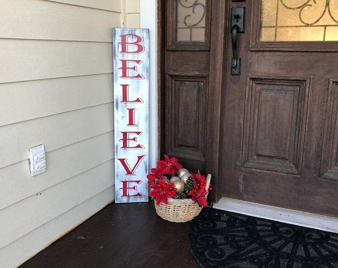 Noel Porch Sign mit Berry Wreath   – decor