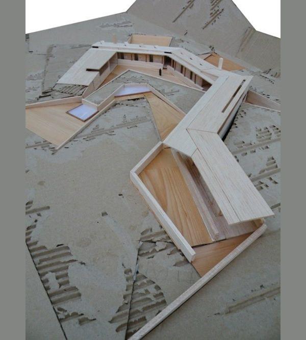 Confira a seleção de 12 fotos de maquetes que servirão de inspiração para a composição de futuros trabalhos. Todo estudante de arquitetura - sofreu - fazendo maquetes, seja no início, no meio ou no final da faculdade. É um ofício dominado por poucos, mas admirado por muitos. Sempre invejei as maquetes dos colegas de classe,…