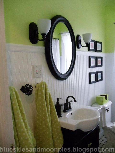 green and black bath!  Love the color combination.