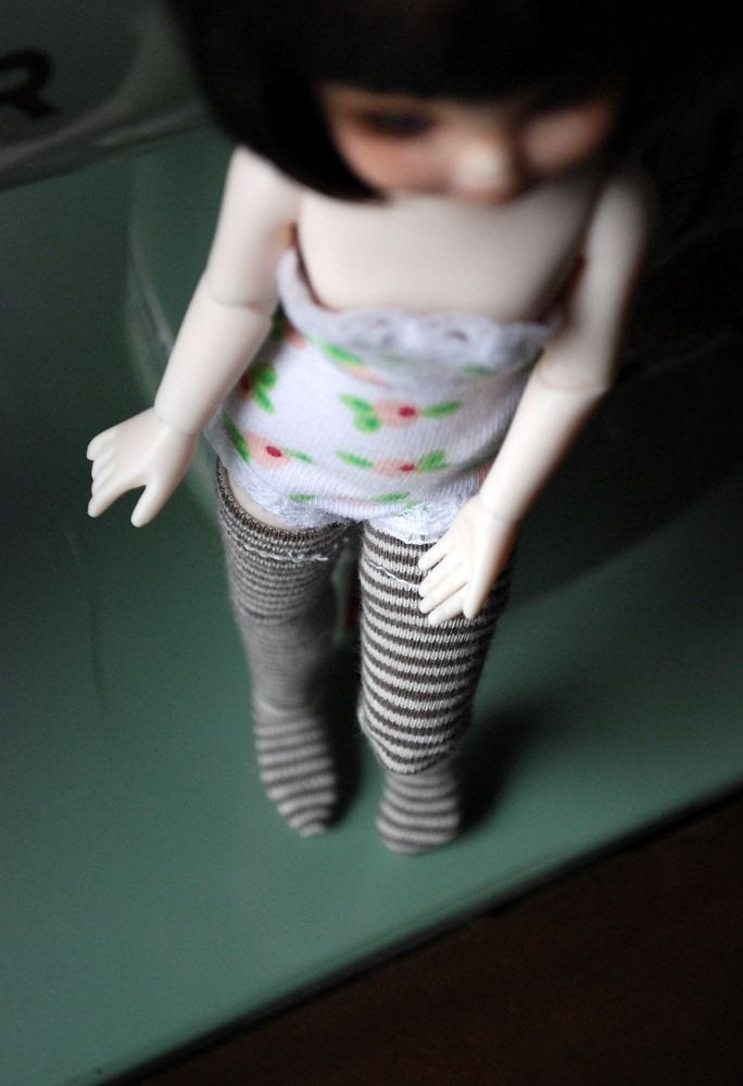 Easy-to-make fully fashioned socks/stockings for your BJD
