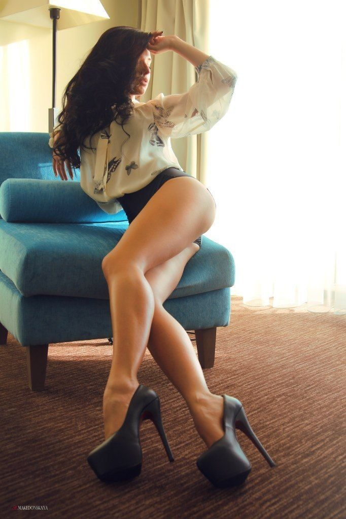 Gorgeous long legs sexy and gorgeous long legs on very sexy women gorgeous long legs and sexy women photo galleries