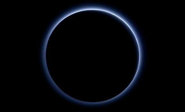 Cieli Blu e Ghiaccio d'Acqua su Plutone! – Blue Skies and Water Ice on Pluto! | DENEB Official ©